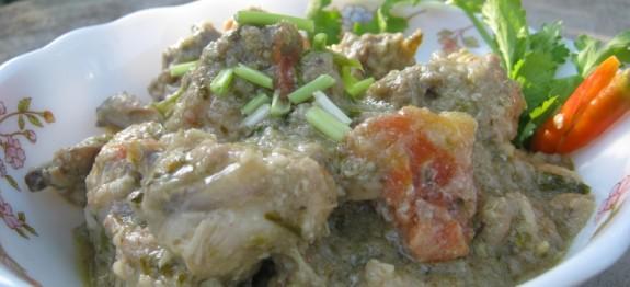 White Chicken Korma – Chicken in rich coconut milk and cashew nut gravy