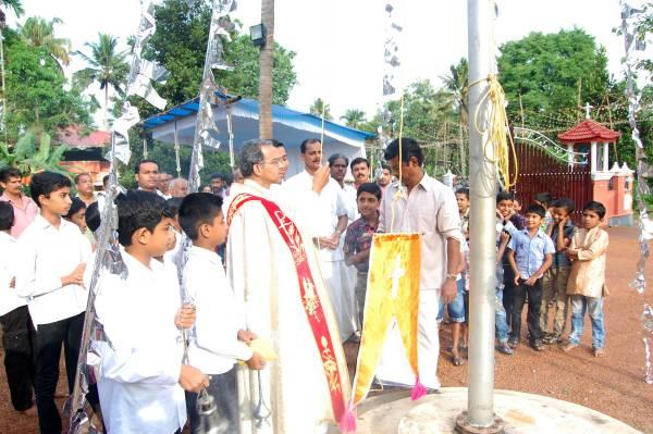തേശ്ശേരി സെന്റ് മേരീസ് പള്ളിയില് അമ്പുതിരുനാളിന് കൊടികയറി