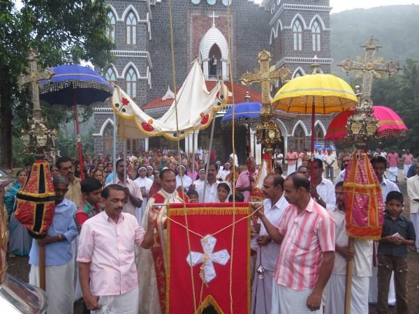 കനകമല തീര്ത്ഥാടനകേന്ദ്രത്തില് ദുക്റാന തിരുനാളിന് കൊടികയറി