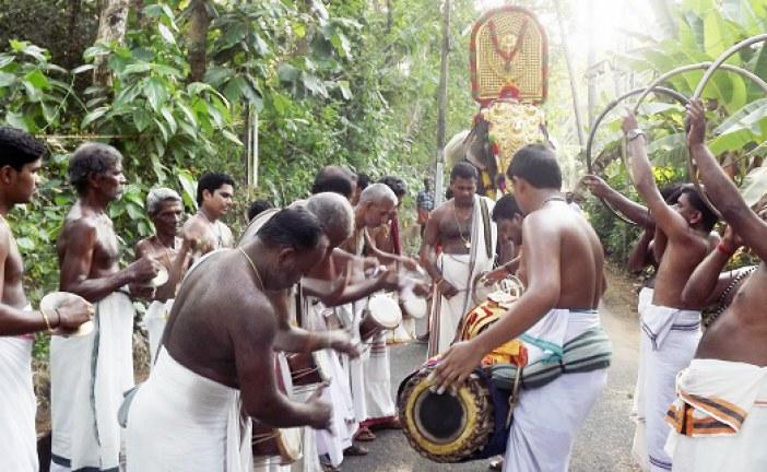 വാസുപുരം ആളൂര്ക്കാവ്  ക്ഷേത്രത്തില് താലപ്പൊലി ആഘോഷിച്ചു