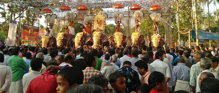 പുത്തൂക്കാവ് ദേവീക്ഷേത്രത്തിലെ താലപ്പൊലി മഹോല്സവം ഭക്തിസാന്ദ്രമായി