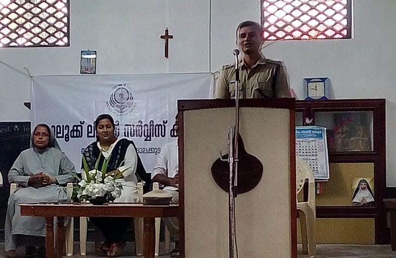 കൊടകര ഡോണ് ബോസ്കോ സ്കൂളില് നിയമബോധവത്ക്കരണ സെമിനാര് നടത്തി