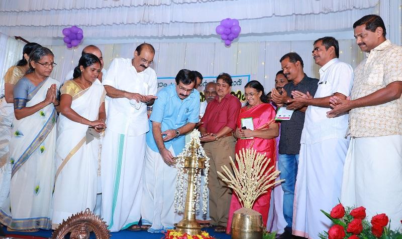 2016 ലെ ദേശീയ അദ്ധ്യാപക അവാര്ഡ് ജേതാവ് രവീന്ദ്രന് മാസ്റ്ററെ മാതൃവിദ്യാലയം ആദരിച്ചു