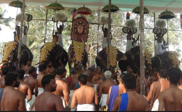 പുത്തുകാവ് താലപ്പൊലി ഭക്തിസാന്ദ്രം
